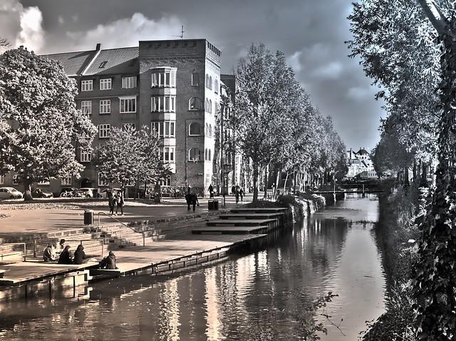 Das Flüsschen in Aarhus, Dänemark-2 v.3