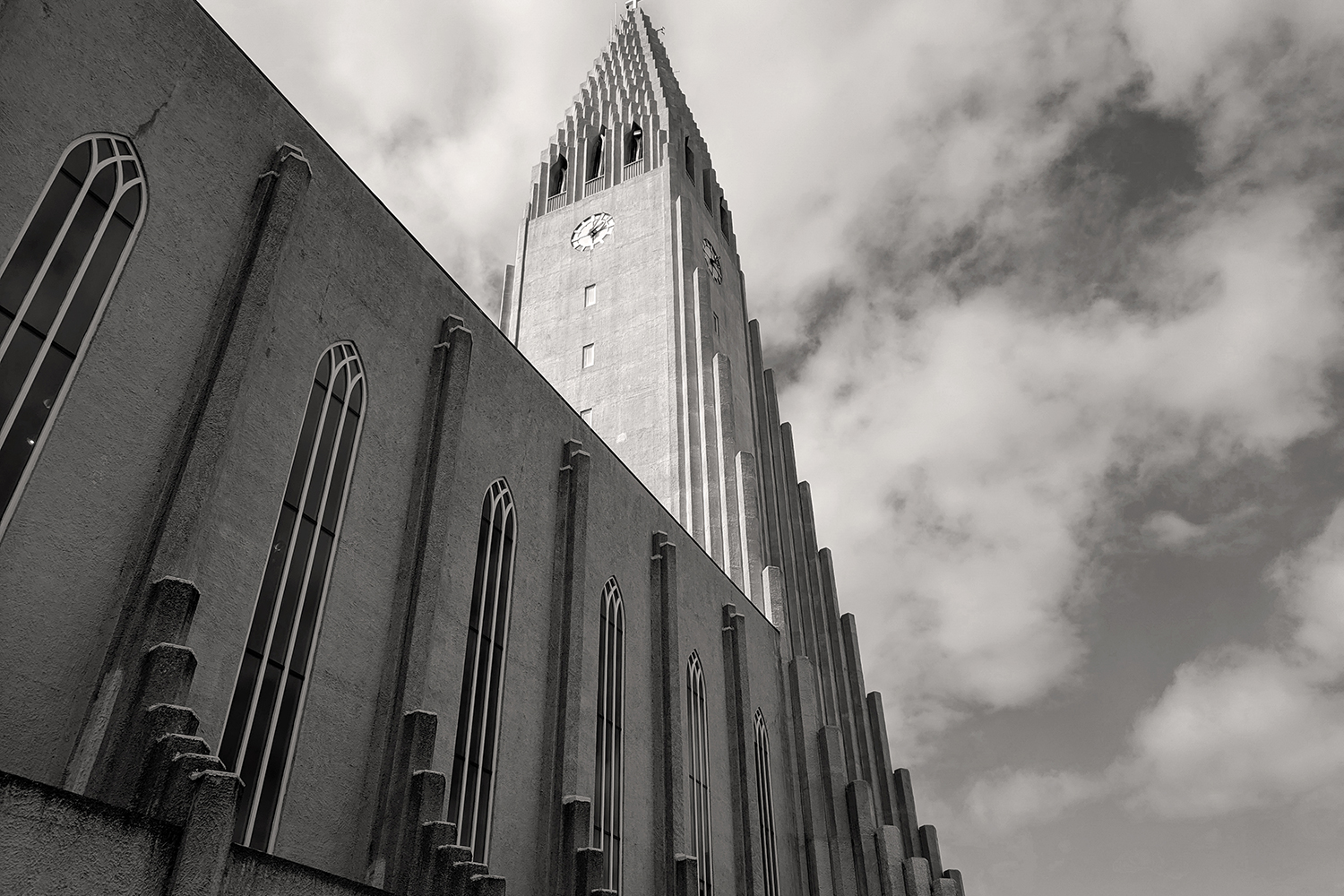 06reykjavik-iceland-hallgrimskirkja-church-travel-photography