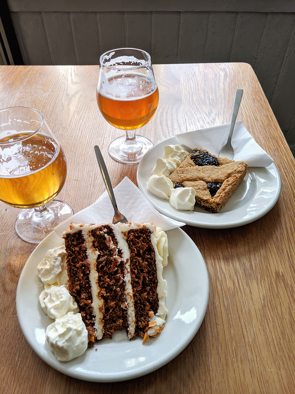 15reykjavik-kaffibrennslan-iceland-icelandicbeer-cake-crumble-food-travel