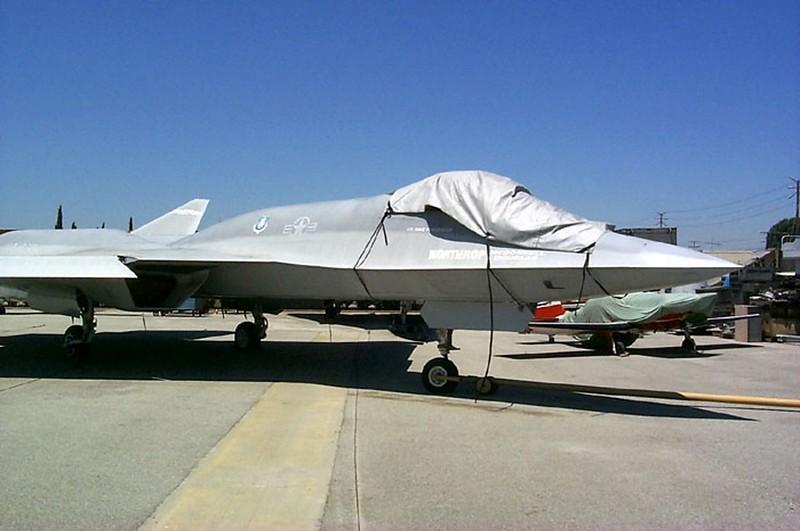 Northrop YF-23 3