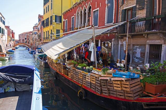 floating shop - Venice - April 2019