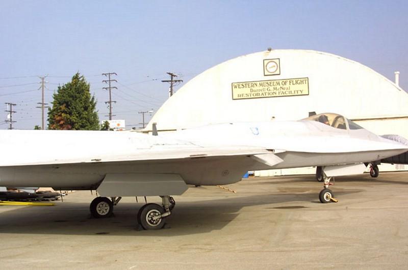 Northrop YF-23 4