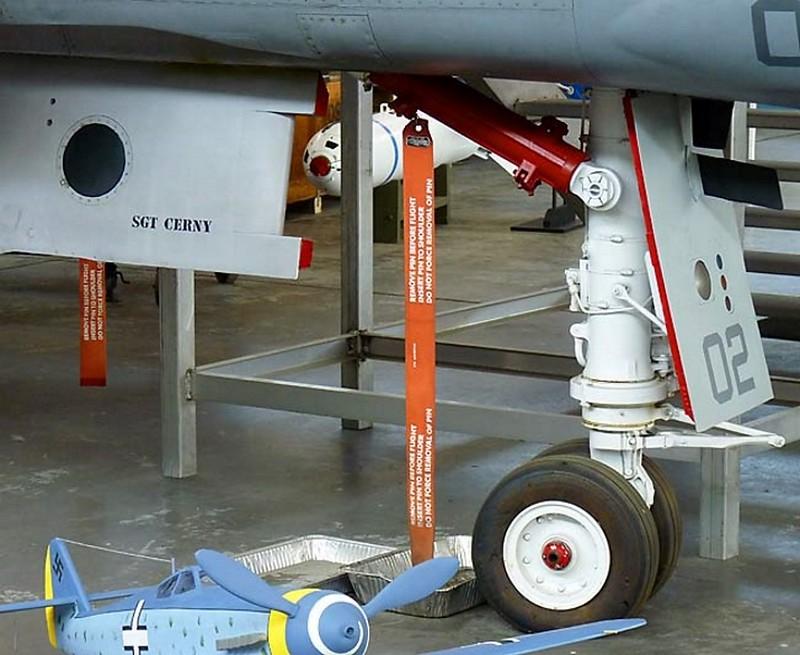ΜακΝτόνελ F-4S Φάντασμα 4
