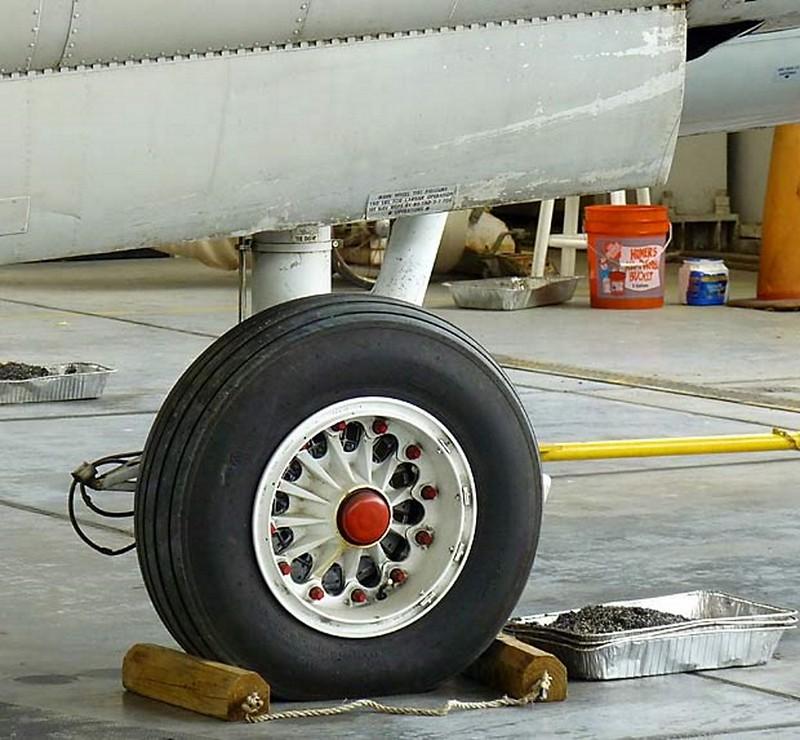 Grumman S-2F Tracker 4