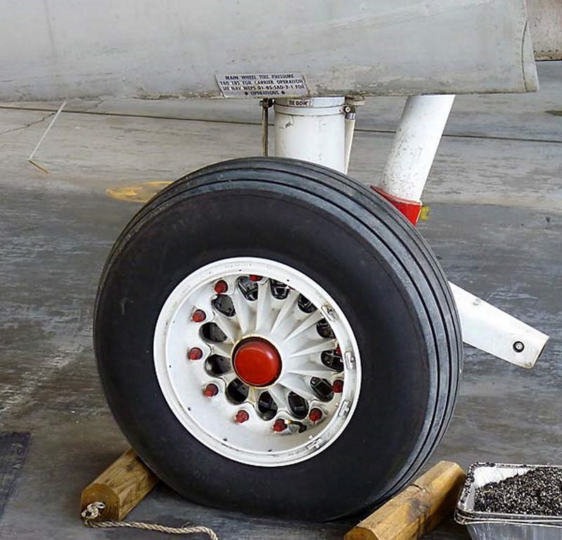 Трекер Grumman S-2F Tracker 3