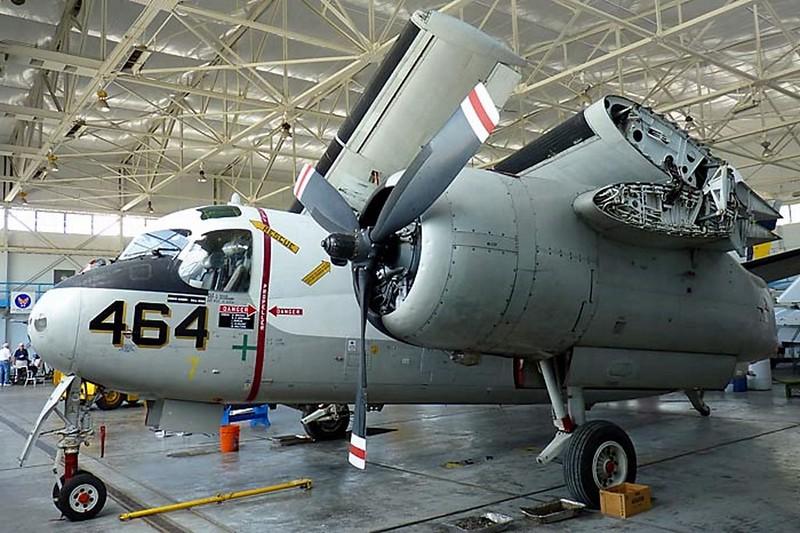 Трекер Grumman S-2F Tracker 1