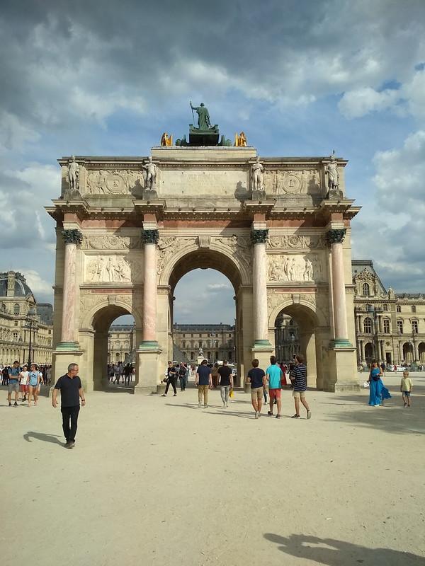Париж - Триумфальная арка на площади Каррузель