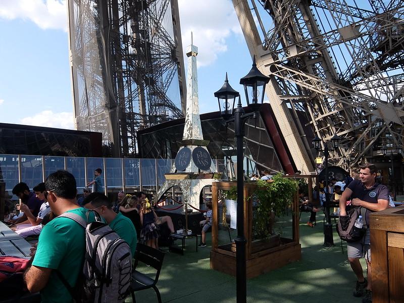 Париж - Эйфелева башня - Первый этаж