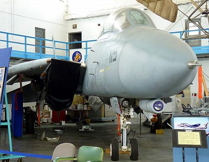 Grumman F-14B Tomcat 2