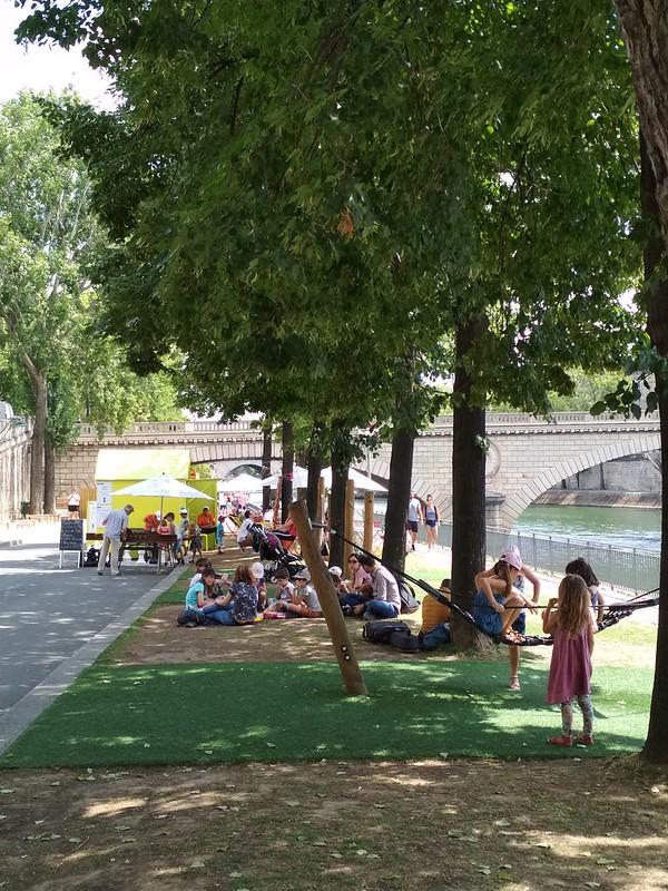 Париж - Детский городок у причала