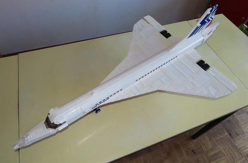 Un avion de ligne Lego 48726886908_22a5ec1049_c