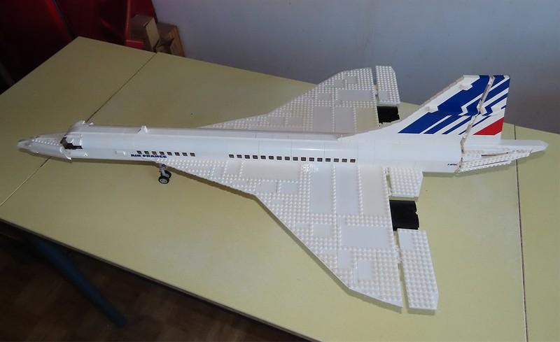 Un avion de ligne Lego 48727212411_a72478a985_c