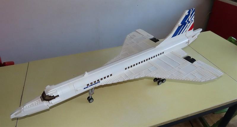 Un avion de ligne Lego 48727212456_c1f627c824_c