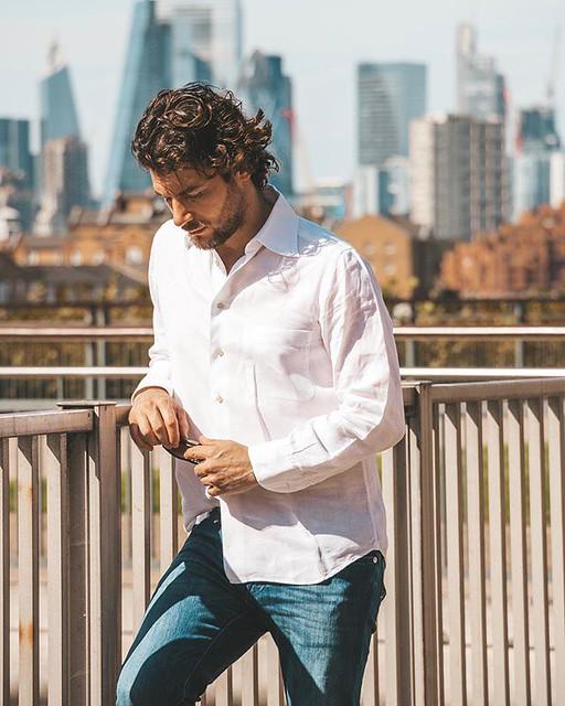 less is more, looks like after everything all I needed is a white linen shirt.  meno è meglio. Sembra che alla fine ciò che mi serviva era solo una camicia bianca.   ________________________  #mancasual #casualstreet #stylegeek #menfashionista #streetfas