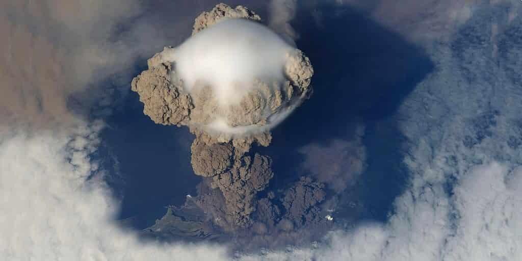 un-volcan-russe-explique-la-couleur-du-couché-de-soleil
