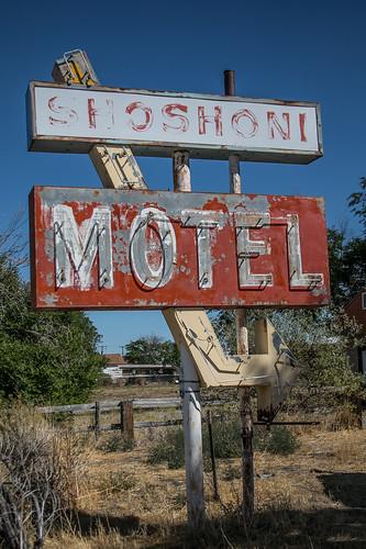 shoshoni wyoming motel sign unitedstatesofamerica