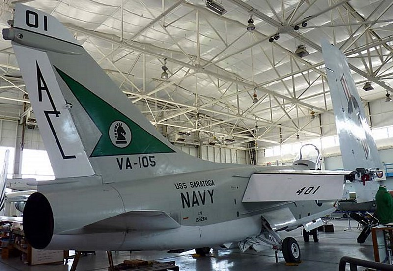 Chance Vought A-7E Corsair II 2