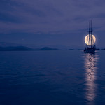 Moon over the sea_Patis Paton