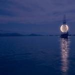 Moon over the sea_Patis Paton