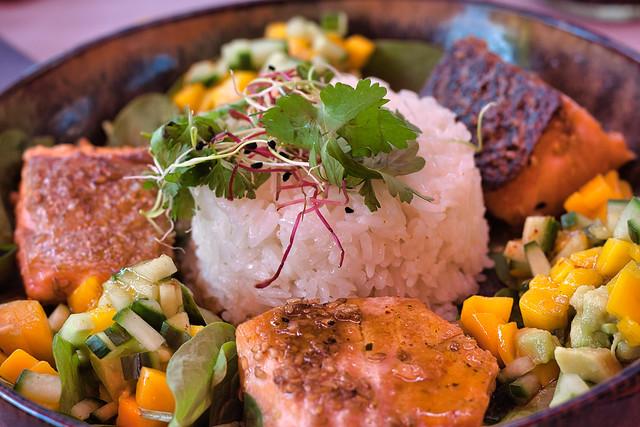 Assiette de saumon et sa garniture
