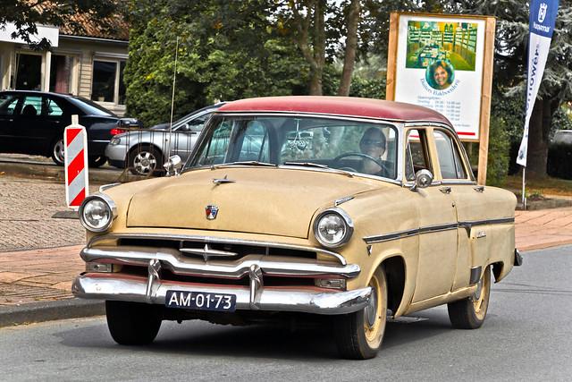 Ford Crestline Sedan 1954 (9416)