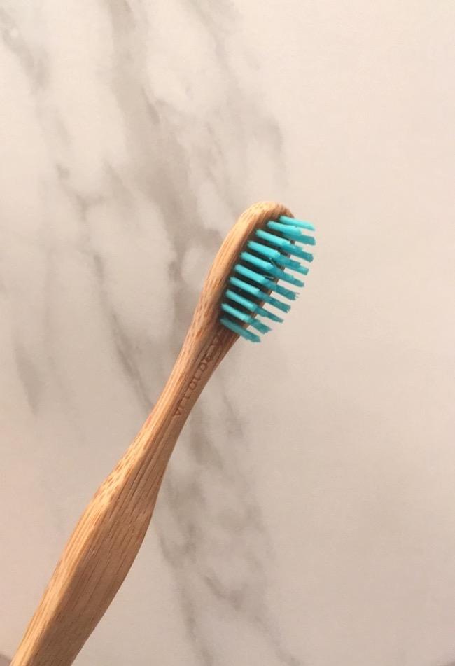 brosse-a-dents-en-bambou-naturel-blog-mode-la-rochelle-3