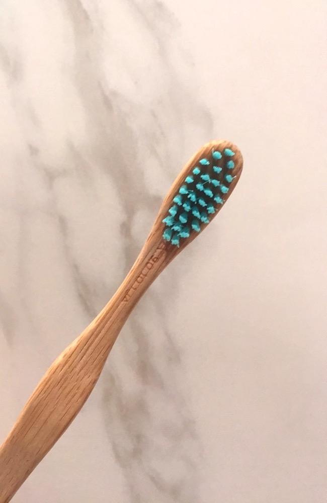 brosse-a-dents-en-bambou-naturel-blog-mode-la-rochelle-2