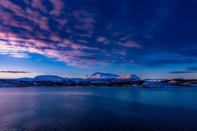 Sunrise view of west coast of Edoyfjorden between Hitra Islandand Aure municipality, Norway-5a
