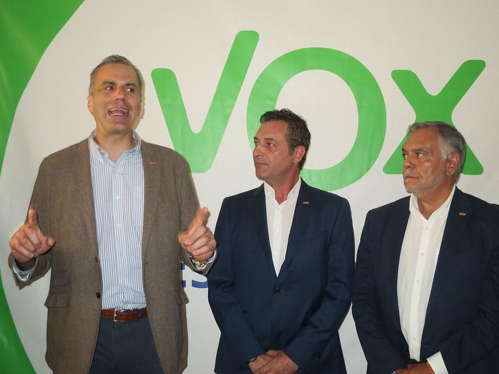 Inauguración de sede Vox, Ortega Smith en Salamanca.  (14)
