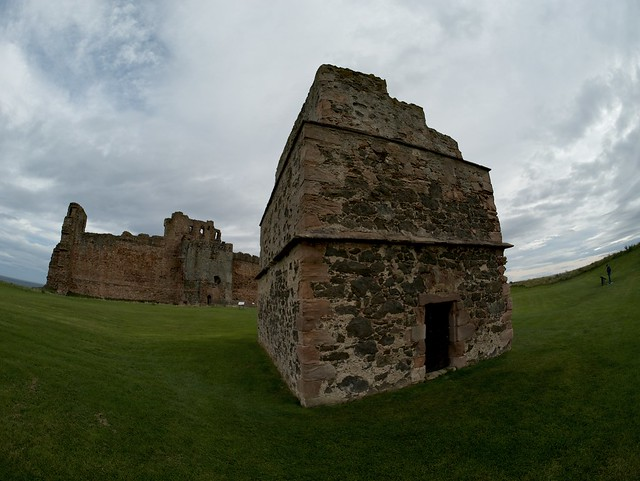 Tantallon Castle and Doocot