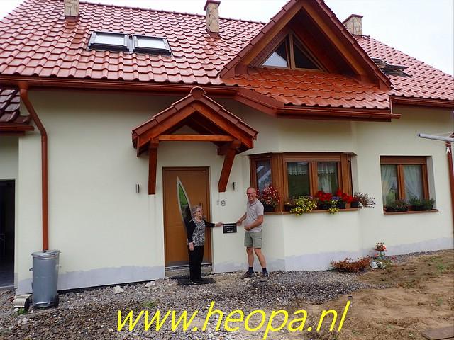 2019-09-07           Samen met het huis op de foto, voor de Album (2)