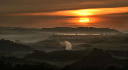 solomonstower mist buxton derbyshire dawn sunrise sun fog
