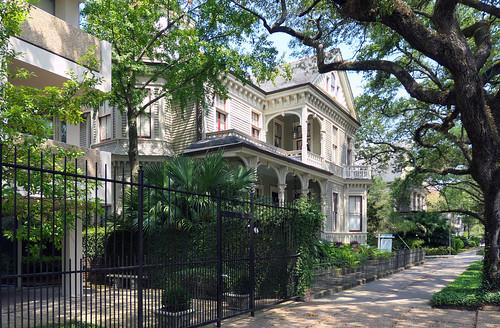gardendistrictneworleans travel usa lumix compactcameras homes maisons gardens sidewalk stcharlesave nola fabuleuse cco