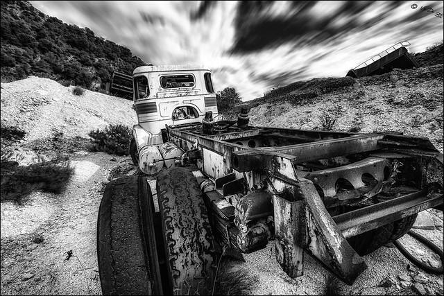 Ils ont dit que les pneus étaient lisses... / They said that the truck tires are worn...