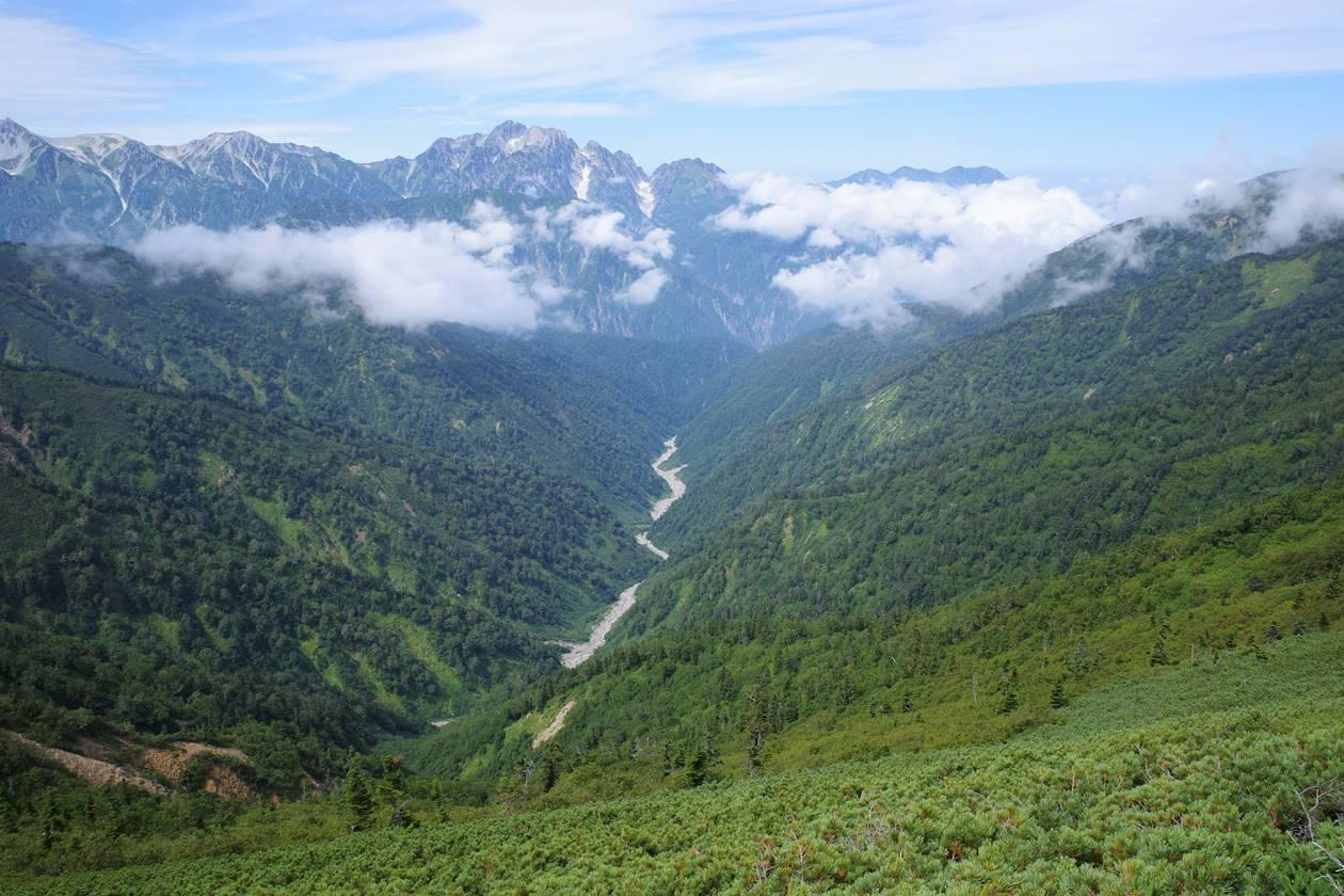 爺ヶ岳稜線から眺める剱岳