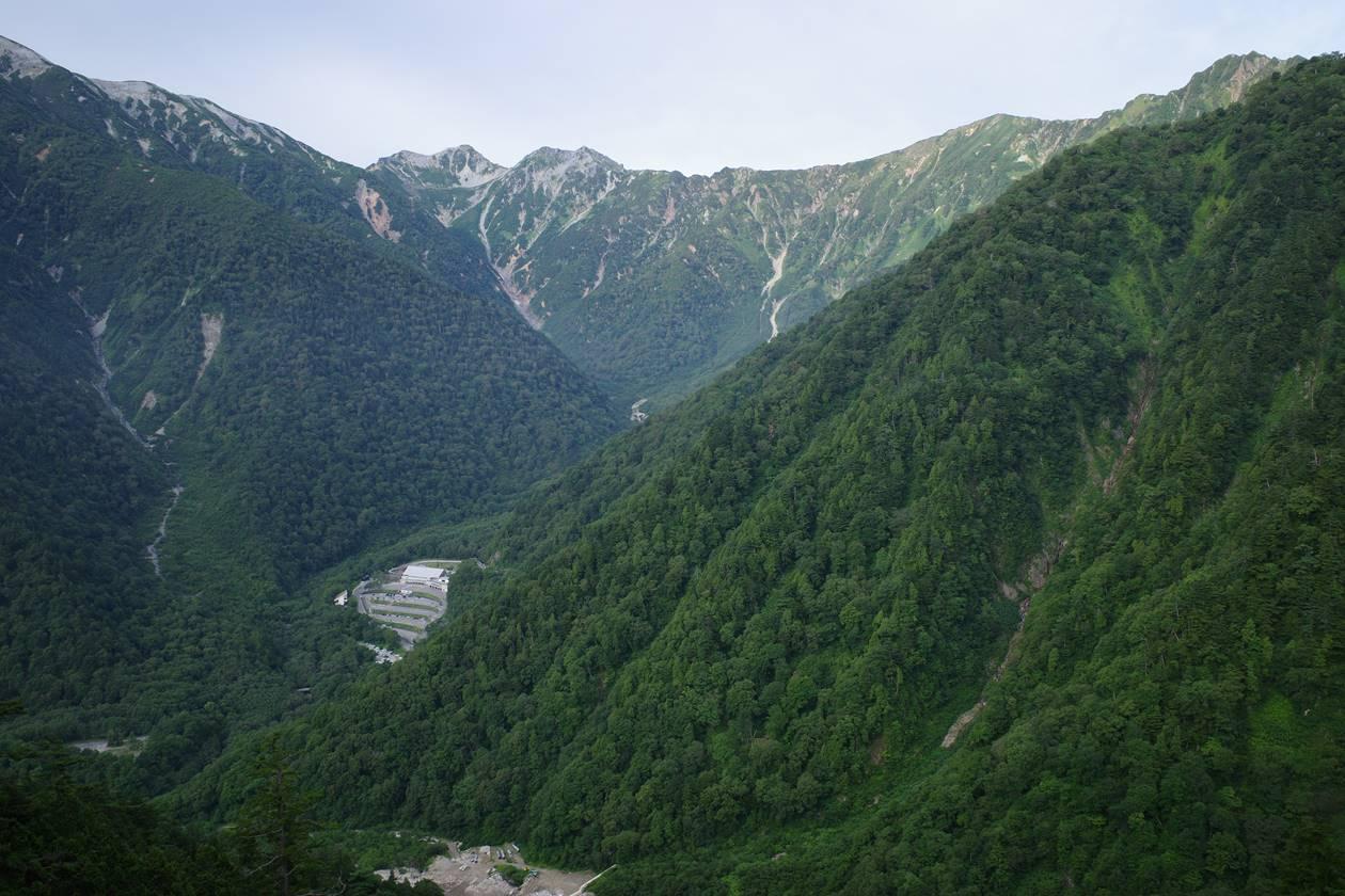 柏原新道から眺める針ノ木岳と扇沢