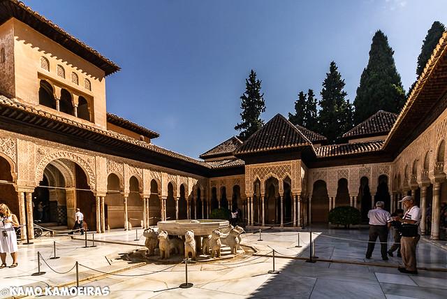 patio de los leones , alhambra , granada