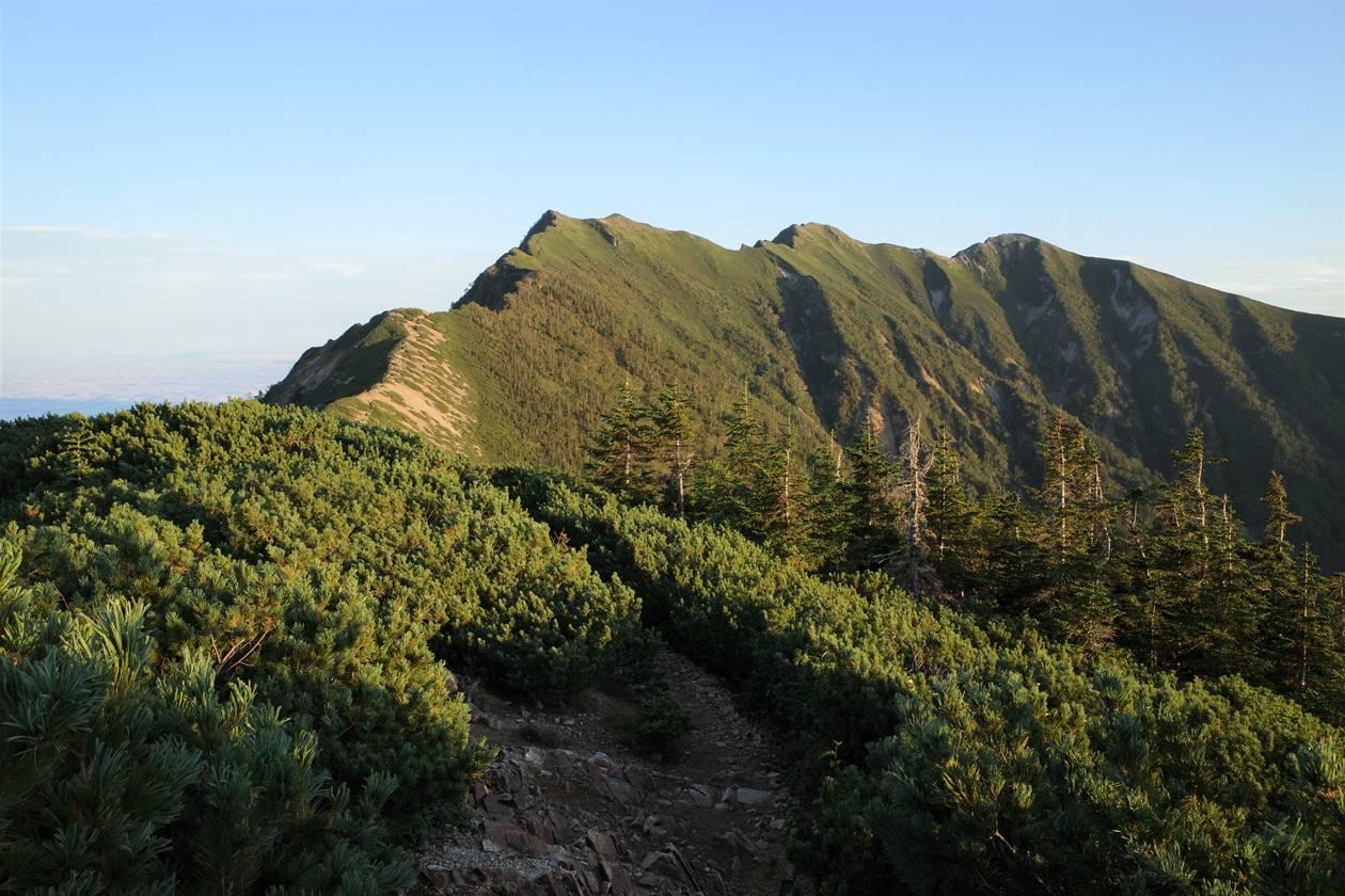 夕日に染まる爺ヶ岳