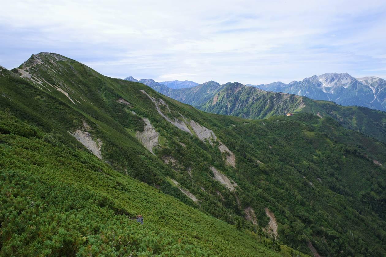 爺ヶ岳まで歩いてきた稜線