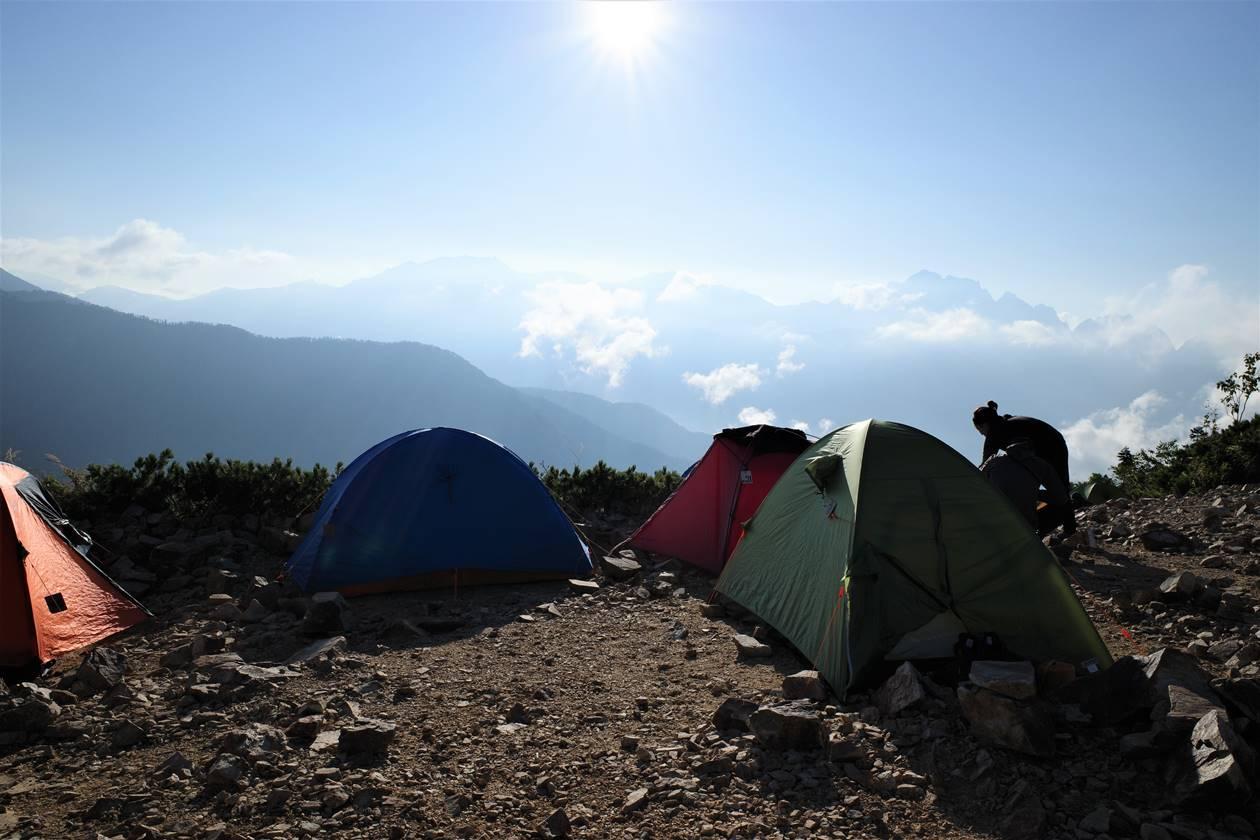 冷池山荘テント場からのアルプスの展望