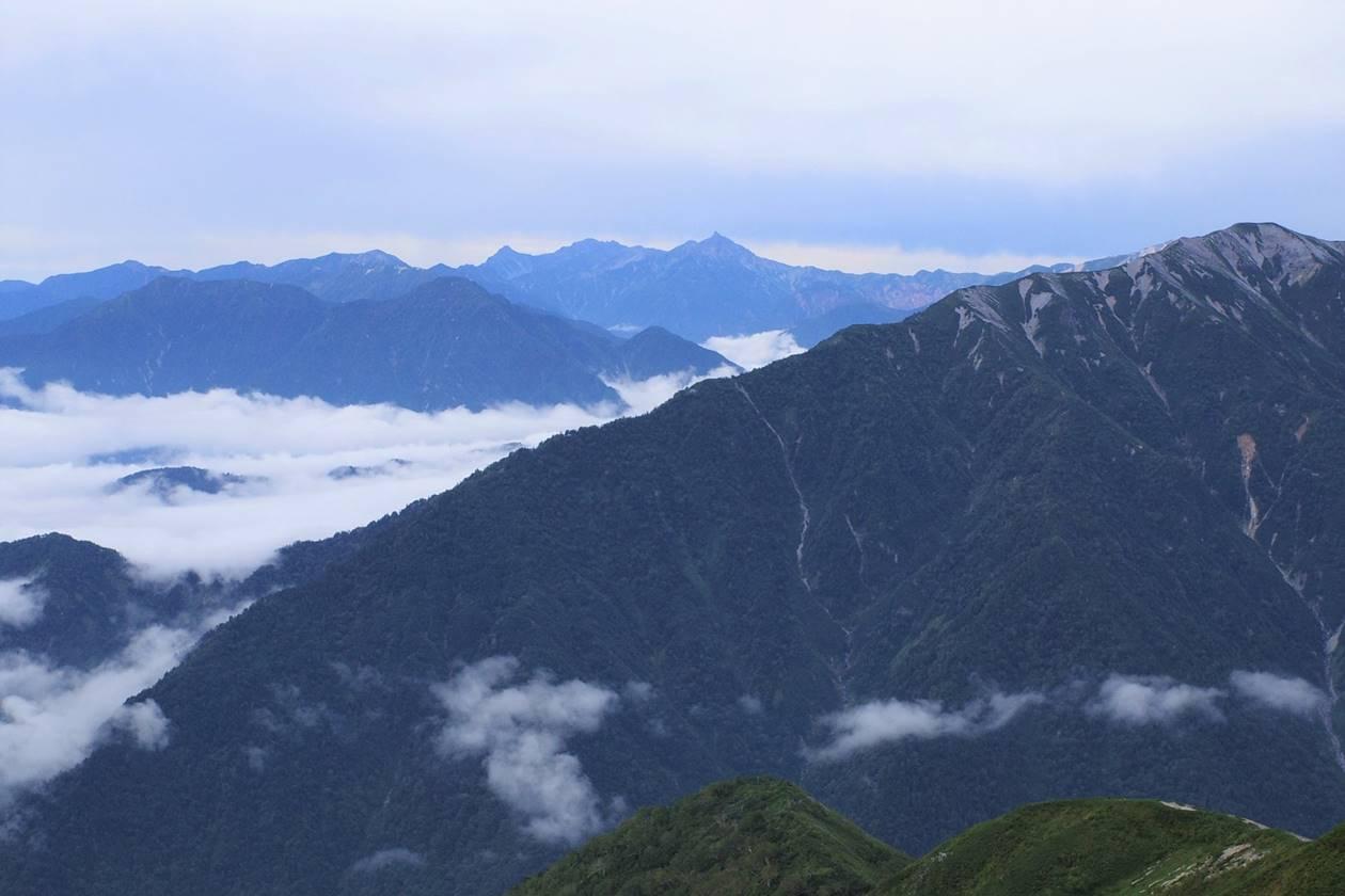 爺ヶ岳から眺める槍ヶ岳