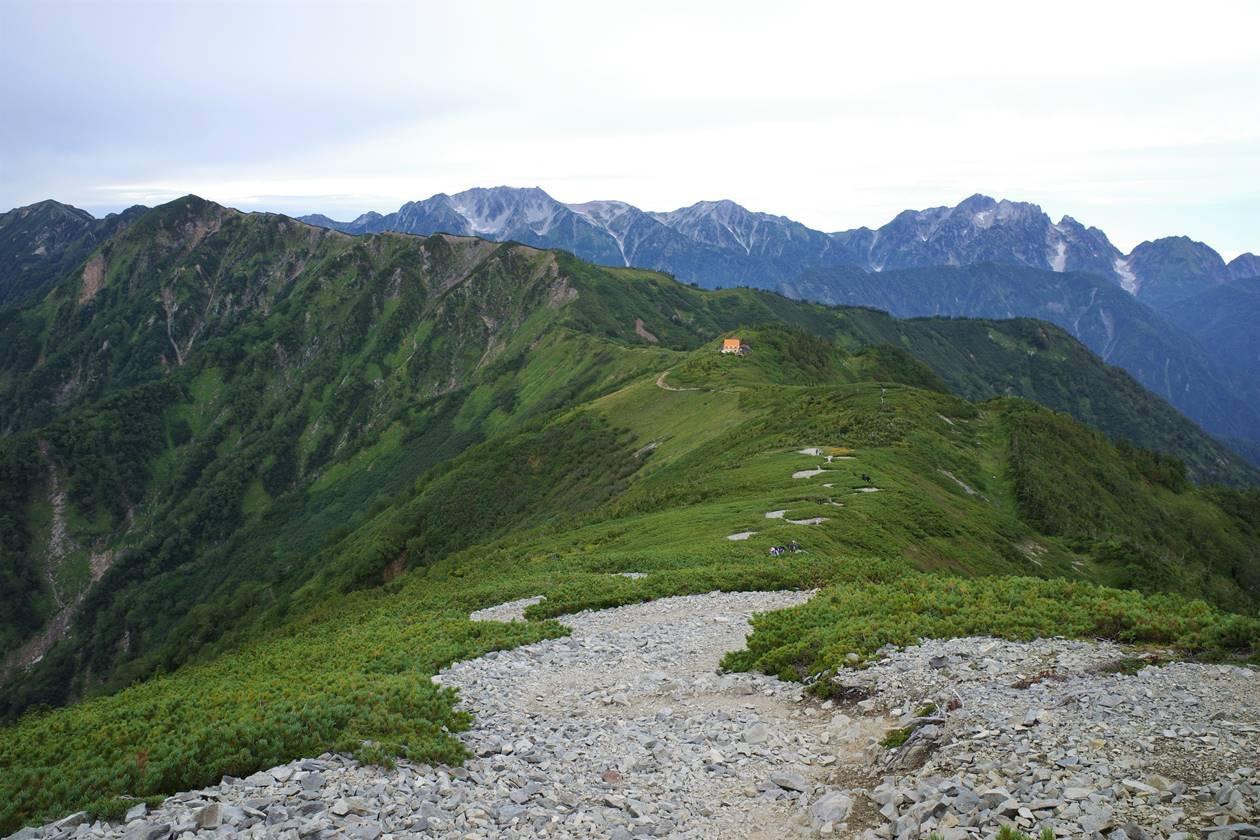 爺ヶ岳稜線から眺める種池山荘と立山~剱岳