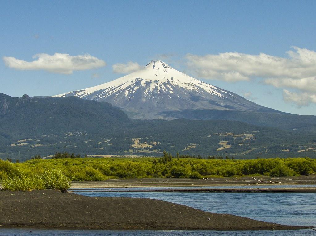 volcano-657895_1920