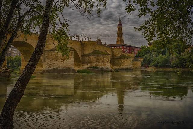 Rio Ebro, Puente de Piedra y torre de la Seo