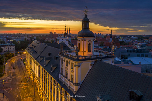 socialmedia wrocław lowersilesianvoivodeship poland outdoors architecture no people high angle view travel destinations city sky building exterior illuminated roof tower day dusk sunrise skyporn fireclouds morning urban illumination night cityscape drone birds eye mavic2 wroclaw porn sunset beautiful trip