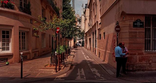 Paris / Rue de Verneuil / /  Plotting ?