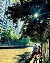 Along the khlong on our #bangkok #urbanhike