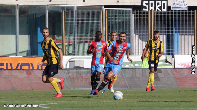 Volpe (pantaloncino numero 18) durante Catania-Viterbese 2019/20