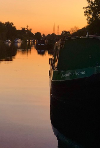 cloud weekend holiday home reflection bedtime late night dusk evening red sunset sky water narrowboat crt canalandrivertrust canal sharpnessgloucestercanal