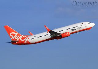 UR-SQA Boeing 737 SkyUp